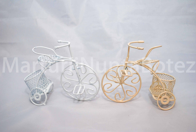 marturii_nunta_sau_botez_bicicleta_metal_alba_sau_crem2