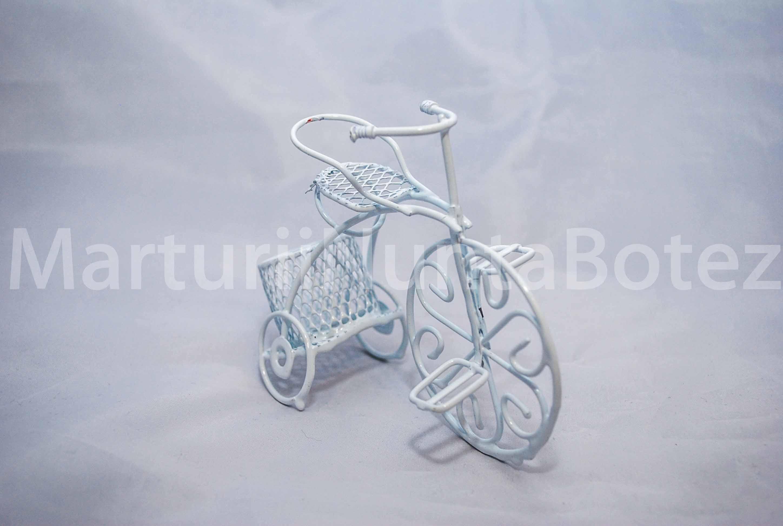 marturii_nunta_sau_botez_bicicleta_metal_alba_sau_crem4
