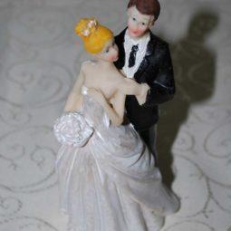 marturie_nunta_figurina_de_tort_pentru_nunta1
