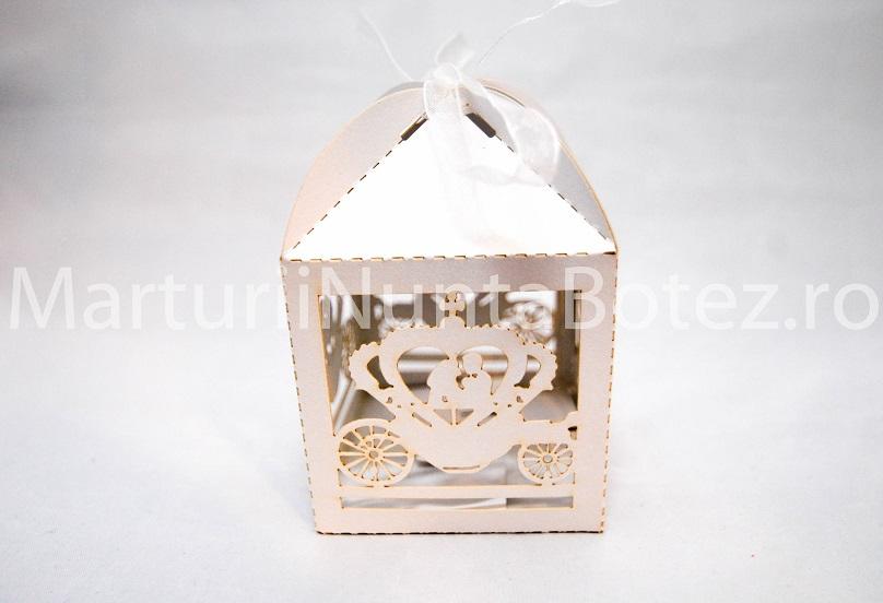 Marturii_nunta_cutie_carton_model_deosebit_caleasca_miri_alba1