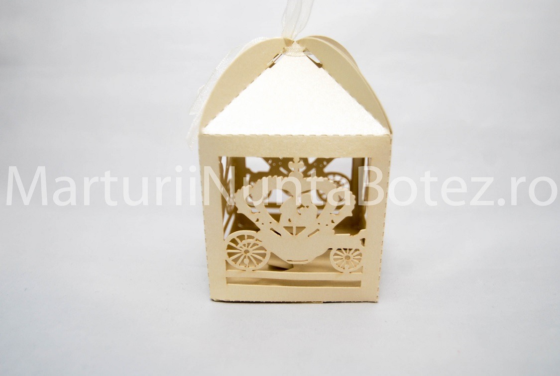 Marturii_nunta_cutie_carton_model_deosebit_caleasca_miri_crem3