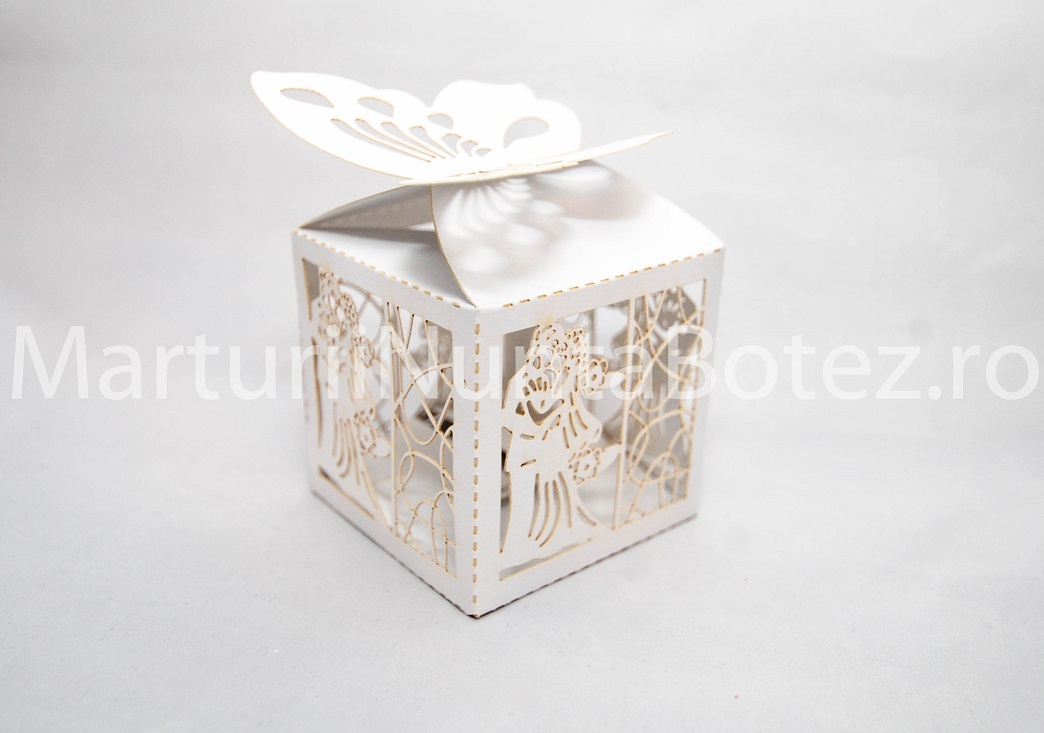 Marturii_nunta_cutii_carton_cadou_miri_imbratisati_cu_alb_model_deosebit3