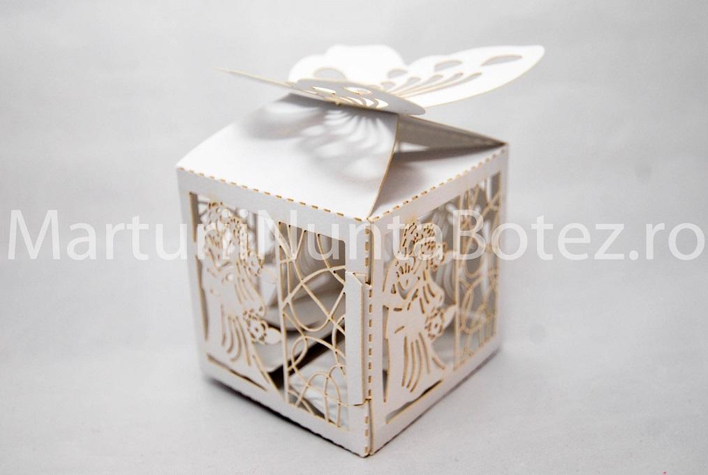Marturii_nunta_cutii_carton_cadou_miri_imbratisati_cu_alb_model_deosebit4