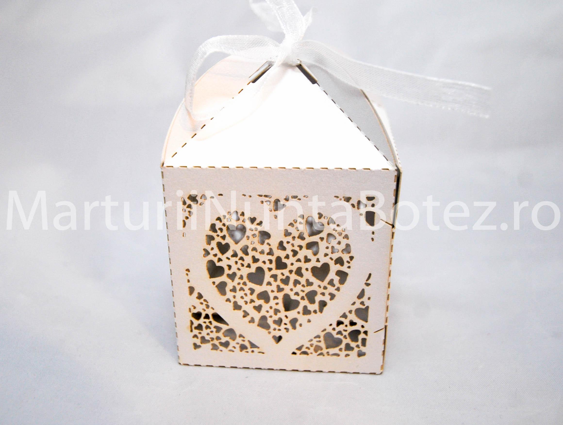 marturii_nunta_cutie_perforata_carton_model_inima_deosebita1