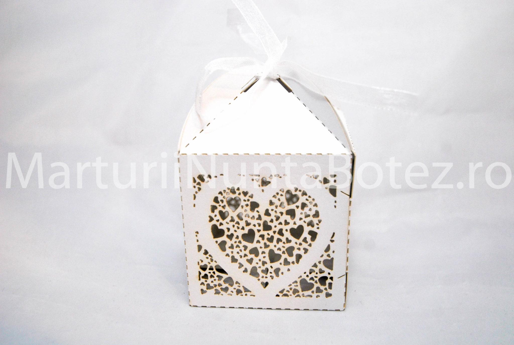 marturii_nunta_cutie_perforata_carton_model_inima_deosebita2